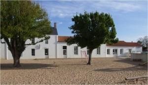 L'école Nazareth est située 14 rue du Calvaire , en direction de la mer.